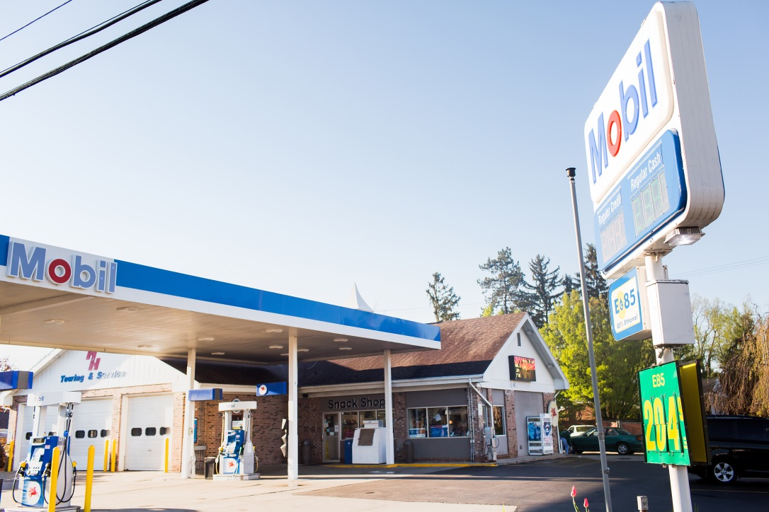 Gallery | H&H Mobil Fuels, Towing & Service Image 25